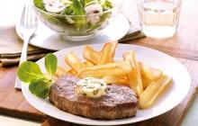 Gegrilltes-Steak-mit-gruener-Pfefferbutter