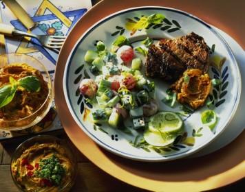 Steaks mit WŸürzbutter und Melonensalat